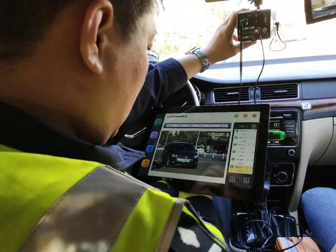 """交警运用大数据""""查车神器""""!违法车辆无处遁形!"""